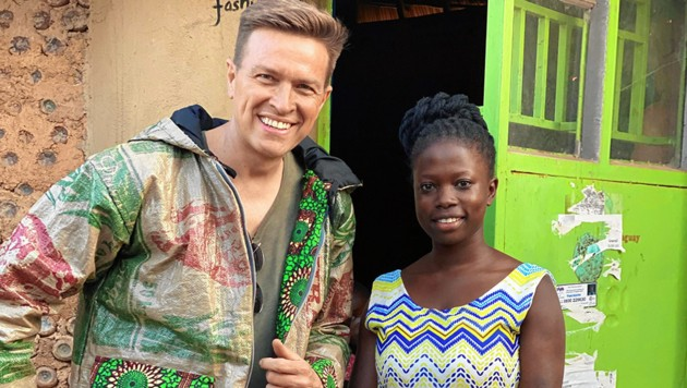 Besuch vor Corona: Robert Steiner in Uganda mit der jungen Unternehmerin Juliet Namujju. (Bild: Robert Steiner, krone.at-Grafik)