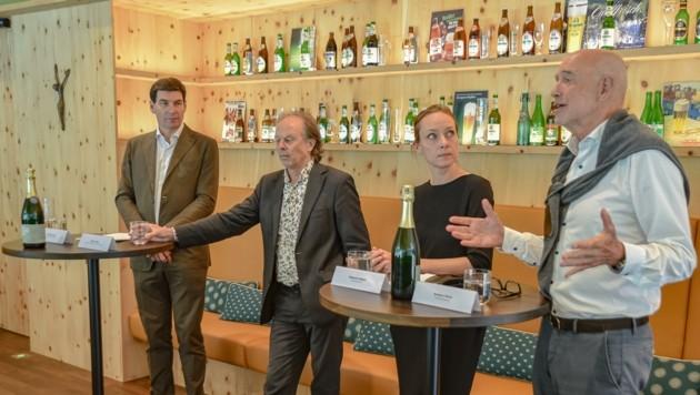 """Martin Lechner, Tristan Kobler, Melanie Hollaus und Andreas Braun präsentieren das Konzept der Ausstellung im """"BrauKunstHaus"""". (Bild: Hubert Berger)"""