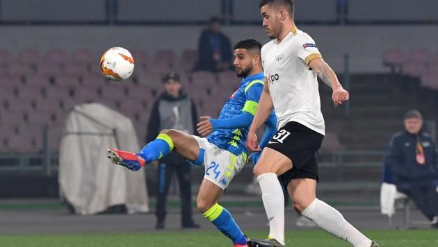 Mirlind Kryeziu (im Bild rechts) hier im Februar 2019 im Europa-League-Spiel gegen Napoli (Bild: APA/AFP/Tiziana FABI)
