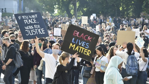 Nach dem gewaltsamen Tod des afroamerikanischen Familienvaters George Floyd, erreichten die aktuellen Proteste gegen Rassismus und Polizeigewalt auch Österreich. (Bild: APA/HANS PUNZ)