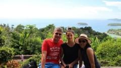 Isabella Schmid (18), hier mit Papa Stefan und Mama Marisa, darf nicht zurück zu ihrer Familie nach China. (Bild: zVg)