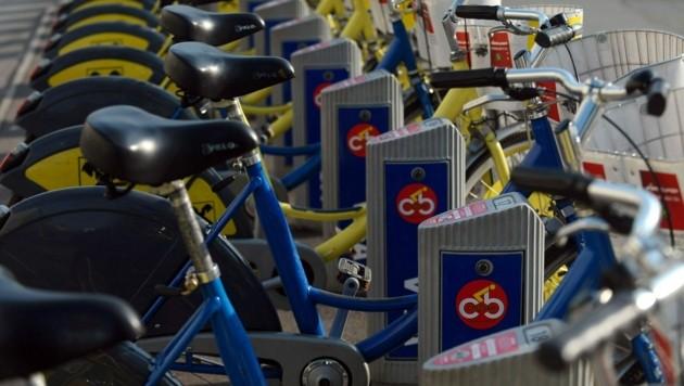 Viele Wiener, aber auch Touristen schätzen das Citybike-System zur Fortbewegung in der Stadt. (Bild: APA/Barbara Gindl)