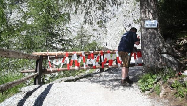Der Weg ist gesperrt, die Eisriesenwelt bis auf weiteres geschlossen (Bild: Tröster Andreas)