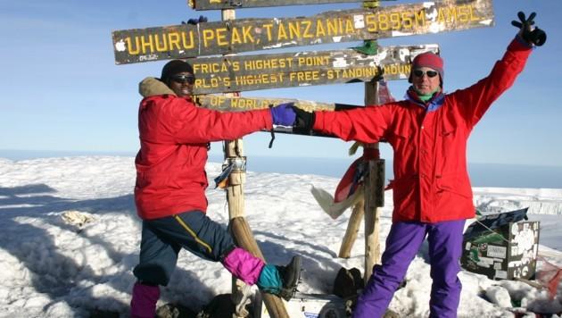 Gipfelsieg: Karl Wintersteller am Kilimandscharo. (Bild: Karl Wintersteller)