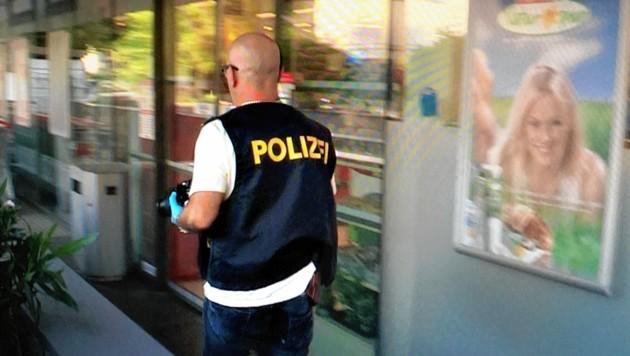Ein unbekannter Täter drohte einer Kassiererin im Spar in der Clemens Krauss Straße. (Bild: Markus Tschepp)