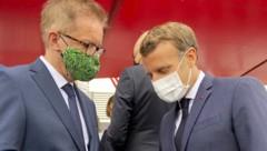 Gesundheitsminister Rudolf Anschober und Frankreichs Präsident Emmanuel Macron im Rahmen der Militärparade zum Nationalfeiertag in Paris (Bild: APA/BMSGPK/BMSGPK)
