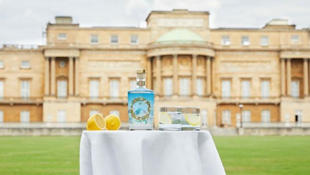 Die Königin von England verkauft jetzt ihren eigenen Gin. Die Kräuter dafür kommen aus dem eigenen Schlossgarten in London.