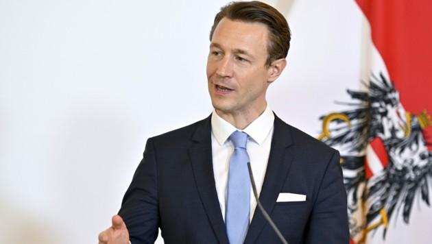 """Stögers Kritik richtet sich direkt an Blümel, dessen Verhandlungsergebnis mit den Austrian Airlines ein """"Totalversagen"""" sei."""