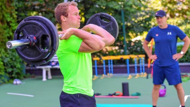 Im Alpenresort Schwarz in Mieming ließ Alexis Pinturault die Muskeln spielen.
