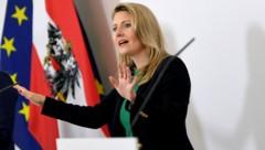 Die Integrationsministerin Susanne Raab (ÖVP), kann dem Vorschlag der SÖZ nichts abgewinnen. (Bild: APA/Roland Schlager)