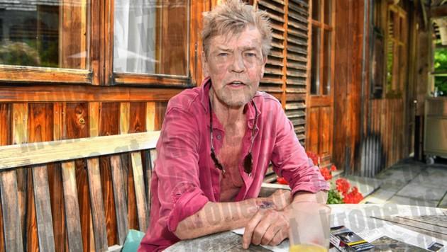 Auf seiner Terrasse schildert Ernst August seine Version der Skandalnacht vom 15. Juli.