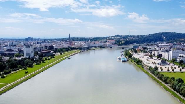 2006 fiel der Donausteg schon einmal ins Wasser – vielleicht ist aber jetzt die Zeit reif dafür? (Bild: Dostal Harald)
