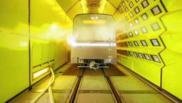Der X-Wagen wird auf Herz und Nieren geprüft. (Bild: Wiener Linien/Severin Wurnig)