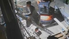 Der junge Mann brach in die eigene Wohnung ein, damit sein Kebab nicht auskühlt. (Bild: KameraOne)