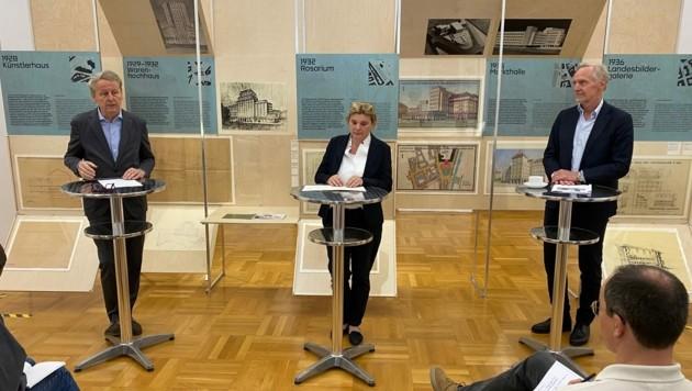 Präsentation der Ausstellung: Kuratorin Ingrid Holzschuh mit Kulturstadtrat Günter Riegler (re.) und Otto Hochreiter, Direktor des GrazMuseum