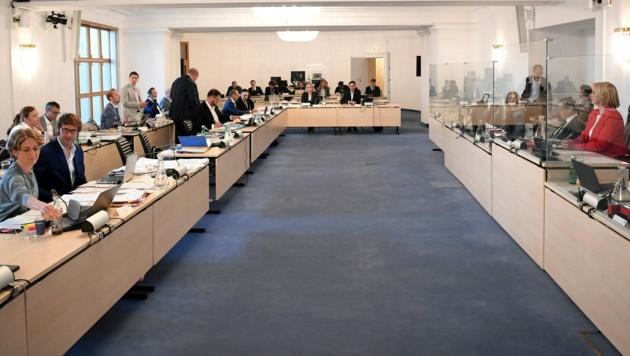 Ein Blick in den Sitzungssaal im Rahmen des Ibiza-U-Ausschusses im Parlamentsausweichquartier in der Wiener Hofburg