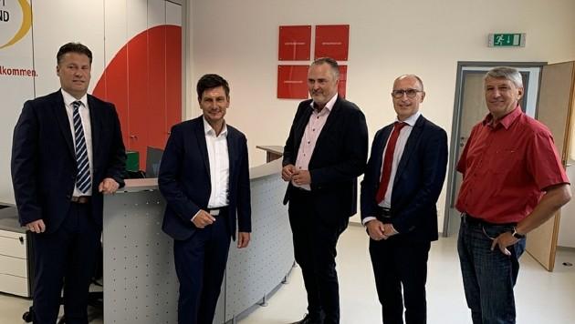 Von links nach rechts: Zagiczek, Landesrat Illedits, Doskozil, Unger und der Stadtchef in der WiBuG (Bild: Christian Schulter)