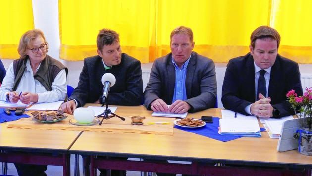 Gutachterin Miller, die Bürgermeister Lorenz (Kaisers) und Gerber (Elbigenalp) mit Gemeinde-Anwalt Abwerzger (v. li.). (Bild: FP)