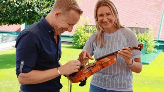 Heitere Unterrichtsstunde in Sachen Violine ... (Bild: Zwefo)
