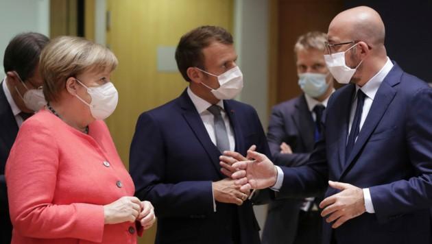 Der deutschen Kanzlerin Merkel (links) kommt durch den EU-Vorsitz eine wichtige Vermittlerrolle zu - geleitet wird der Gipfel vom Ratspräsidenten Charles Michel (rechts).