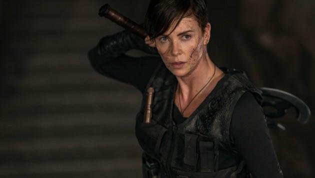 """Charlize Theron als unsterbliche Kriegerin in """"The Old Guard"""" (Bild: Netflix)"""