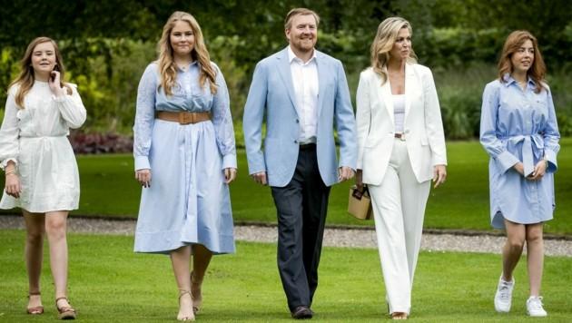 König Willem-Alexander mit Königin Maxima und den Töchtern Ariane, Amalia und Alexia (Bild: AFP)