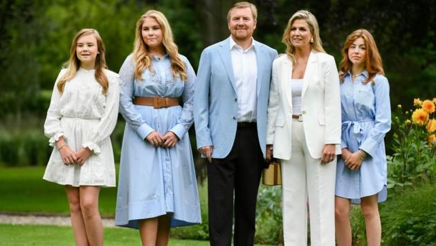 Willem-Alexander und Maxima mit den Töchtern Ariane, Amalia und Alexia (Bild: AP)