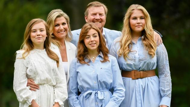 Willem-Alexander mit seinen hübschen Mädels, Ehefrau Maxima, Ariane, Alexia und Amalia (Bild: AP)