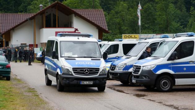 """Der """"Wald-Rambo"""" hatte bei einer Kontrolle bei Oppenau Polizisten bedroht und entwaffnet. (Bild: APA/dpa/Benedikt Spether)"""