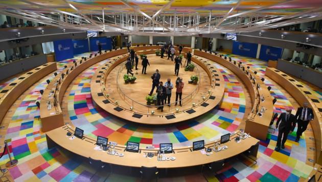 Im Gebäude des Europäischen Rates in Brüssel verhandeln die Staats- und Regierungschefs der Europäischen Union über den wirtschaftlichen Rettungsplan. (Bild: JOHN THYS / POOL / AFP)