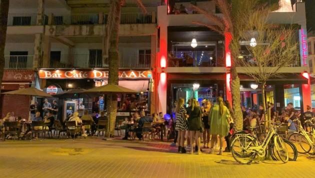 Wenig Betrieb auch vor der Bar de Zaak (Bild: Anna Haselwanter)