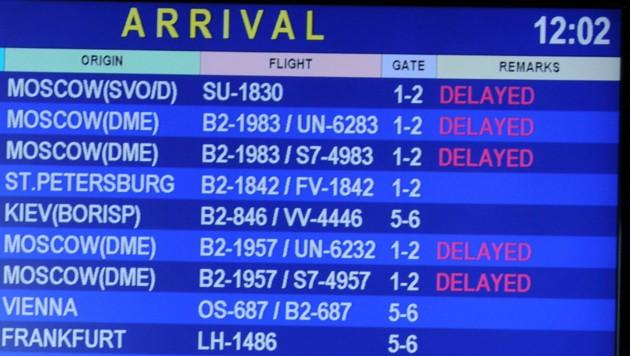 Archivaufnahme von einer Ankunftsanzeige am Flughafen von Minsk (Bild: AFP)