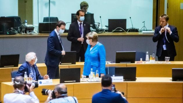 Bundeskanzler Sebastian Kurz und Deutschlands Kanzlerin Angela Merke im Rahmen des EU-Sondergipfels (Bild: APA/BKA/ARNO MELICHAREK)