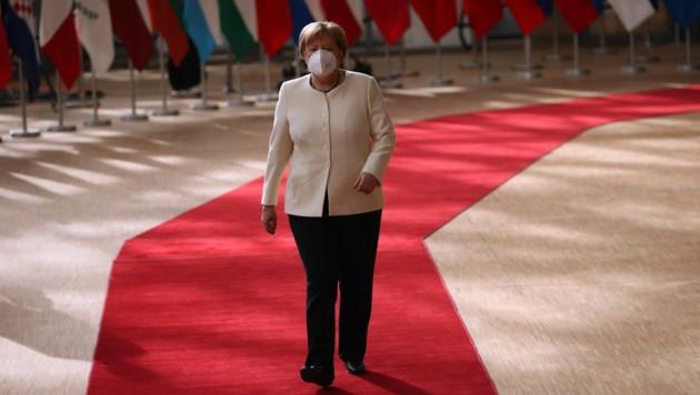 """Angela Merkel beim Eintreffen im EU-Ratsgebäude in Brüssel am """"entscheidenden Tag"""" (Bild: AP)"""