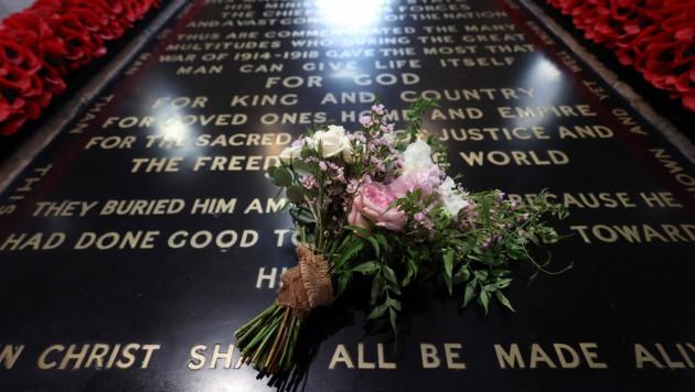Beatrices Brautstrauß wurde auf dem Grabmal des unbekannten Soldaten in der Westminster Abbey abgelegt.