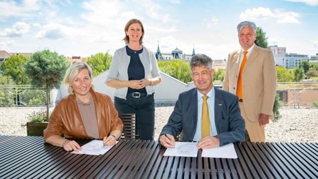 Unterzeichnung der CAMPUSonline Kooperationsvereinbarung. (Bild: Foto Fischer)