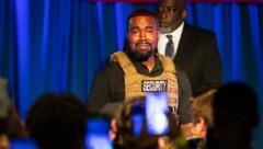 Kanye West brach während seiner wirren Wahlkampfrede in Tränen aus. (Bild: AP)