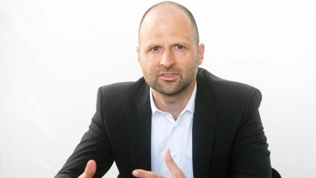 """Die """"Krone Vorarlberg"""" hat Landesrat Marco Tittler in seinem Büro im Bregenzer Landhaus zum Interview getroffen."""