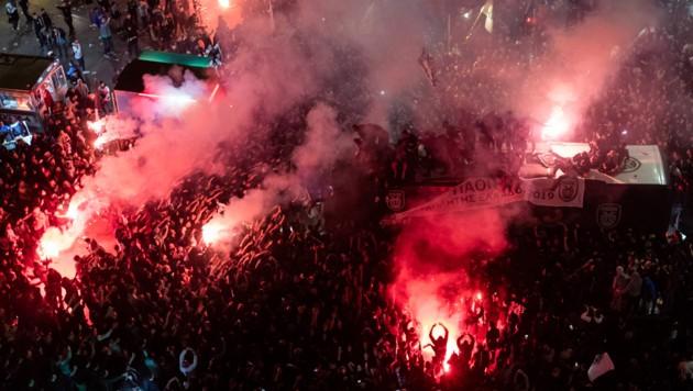 Die Bilder sind vom Vorjahresfinale PAOK gegen AEK, Pyrotechnik der PAOK-Fans (Bild: AFP/Frederique Geffard)