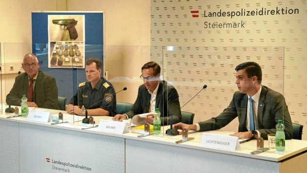 Wolfgang Kollnegg, Gerald Ortner, Hansjörg Bacher und Daniel Lichtenegger vor der Presse (Bild: Sepp Pail)