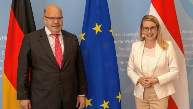 Corona-Abstand in Berlin: Wirtschaftsministerin Margarete Schramböck und ihr deutscher Amtskollege Peter Altmaier.