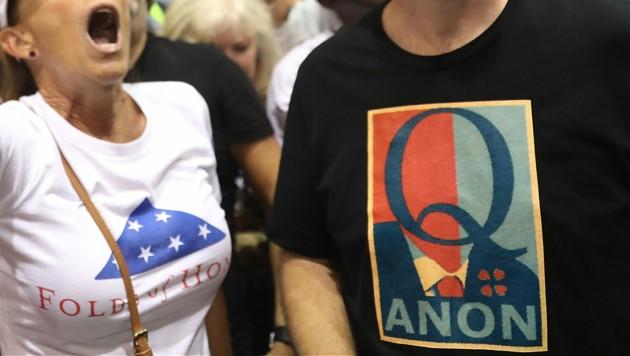 """""""Where we go one, we go all"""", das Q-Motto, frei übersetzt: """"Alle für einen, einer für alle"""" (Bild: AFP)"""