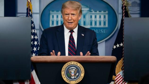Donald Trump bei seinem ersten Corona-Briefing seit vielen Wochen - die Rückkehr dürfte auf schlechter gewordene Umfragewerte zurückzuführen sein.
