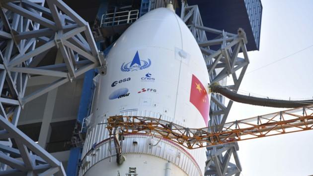 Das Logo der Österreichischen Forschungsförderungsgesellschaft FFG prangt prominent auf der Rakete. (Bild: CHINA NATIONAL SPACE ADMIN. CNSA)