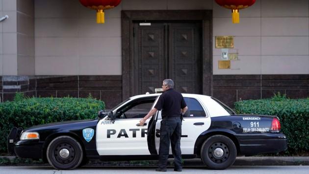 Ein Polizeiauto vor dem chinesischen Konsulat in Houston