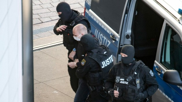 Der angeklagte Stephan B. bei der Ankunft im Landgericht