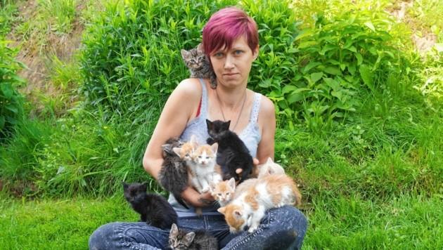 Michaela Winter mit einigen ihrer vielen Schützlinge