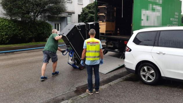 Die Razzien fanden an insgesamt sechs Standorten in Linz und Wels statt. (Bild: BMF)