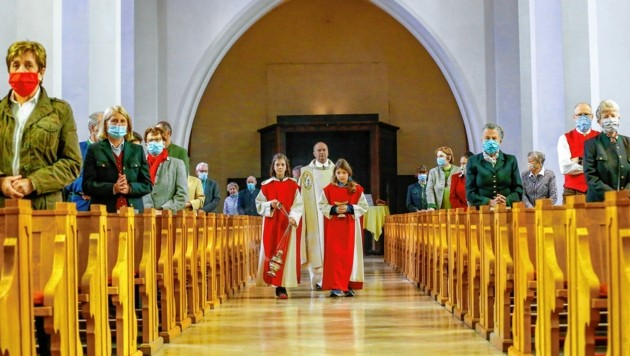 Wenn die Corona-Zahlen steigen, kann regional auch in den Kirchenbänken wieder die Maskenpflicht gelten.