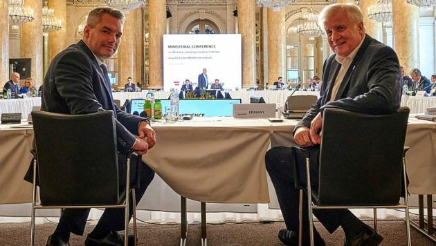 Innenminister Karl Nehammer lud neben seinem deutschen Amtskollegen Horst Seehofer Innenminister, Staatssekretäre bzw. hochrangige Vertreter aus insgesamt 18 Ländern in die Hofburg. (Bild: BMI/Karl Schober)
